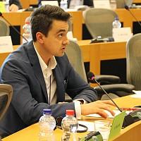 Евродепутати: В ЕС не може да има второ качество продукти, нито потребители Комисията по вътрешен пазар и защита на потребителите към ЕП прие Доклад за двойното качество на продуктите, в който включи и становището на евродепутат Момчил Неков