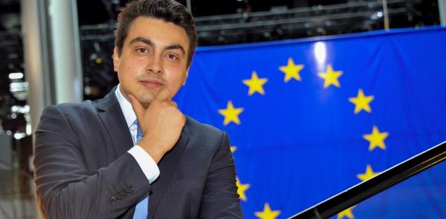 Земеделската комисия в ЕП подкрепи искането на Неков за защита на българската роза