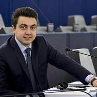 Момчил Неков пита Европейската комисия за визите за САЩ