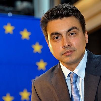 """Момчил Неков прави конференция """"Възможности и предизвикателства пред пчеларството в ЕС и България"""""""
